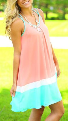 We've got you a spring must-have here! ONLY $18.12.This Color Block Crossed Back Strap Sleeveless Chiffon Trapeze Dress is especially made for you! More heated loves at AZBRO.COM !