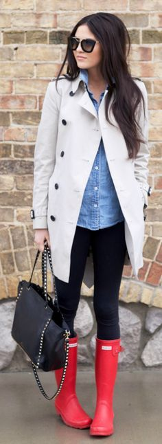 Pinterest||EmmCornett . . .  . . . .      Rach Parcell + brightens up her look + red Hunter Boots + offset her trench + denim and leggings combo + casual day out shopping. Trench: Burberry, Top: J.Crew, Leggings: Lululemon, Boots: Hunter, Bag: Valentino, Glasses: Prada, Lips: Liner-Boldly Bare by MAC, Lipstick-Madere by NARS, Lipsgloss-Turkish Delight by NARS