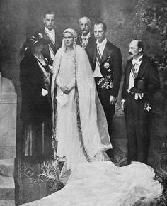 Archduke Anton of Austria-Tuscany and Princess Ileana of Romania Wedding Sinaia, 26 July With the groom's parents and brothers Leopold and Karl Royal Brides, Royal Weddings, Vintage Wedding Photos, Vintage Weddings, Kaiser, Ferdinand, Grace Kelly, Here Comes The Bride, Beautiful Bride