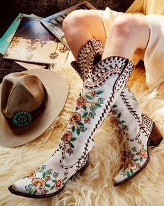 double d ranch almost famous crackled white embroidered floral tall 17 Danse Country, Mode Country, Estilo Country, Country Girls, O Cowboy, White Cowboy Boots, White Cowgirl Boots, Cowboy Boots Women, Dresses With Cowboy Boots