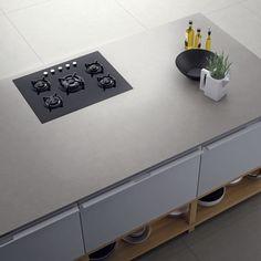 plan de travail céramique gris mat pour équipe un îlot de cuisine élégant et fonctionnel