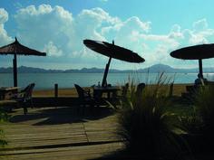 AD05: Veel Spanjaarden hebben in La Manga aan de Mar de Menor hun vakantiehuisje. Een heerlijke plek het hele jaar door. Een unieke plaats voor liefhebbers van natuur en watersporten.