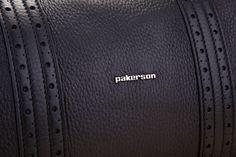 Inside pocket, handy side pocket, zipper closure and applied metallic logo.  - Tasca interna, utile scomparto laterale, chiusura con zip e logo metallico applicato.