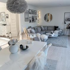 lady hinch home decoration living room The Cozy Living Spaces, Living Room Decor Cozy, Home Decor Bedroom, Decor Room, Apartment Living, Home And Living, Living Room Designs, Furniture, Design Projects