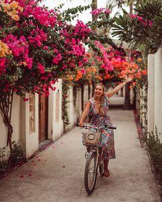 "Japan & SG ✨ Япония и Сингапур shared a photo on Instagram: ""🇬🇧👇🏼 Куда НЕ СТОИТ ехать, если вы отправились в сторону Бали.  Итак: «Кристально чистый лазурный…"" • See 1,029 photos and videos on their profile. Philippines Travel, Palawan, Lombok, Travel Guide, Travel Photography, Travel Guide Books, Philippines Destinations, Travel Photos"