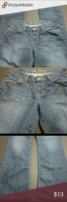 OLD NAVY WOMEN'S SIZE 6 SWEETHEART JEANS OLD NAVY WOMEN'S SIZE 6 SWEETHEART JEANS  These are a great condition pair of jeans from Old Navy. These are a women's size 6. These are a medium denim wash and are the Sweetheart Style. With the jeans laying flat, the waist measures 15 inches and the inseam measures 30 inches. These are pre-owned and some light signs of wear should be expected.? Old Navy Jeans Boot Cut