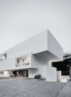 Modern contemporary design house / Architecture & villa inspiration byCOCOON.com #COCOON Dutch designer brand:
