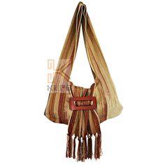 Bolso tejido en telar vertical, por artesanas de Morroa Sucre