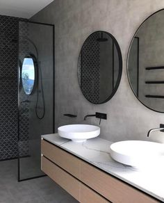 New bathroom black shower round mirrors ideas Bathroom Shelves, Small Bathroom, Master Bathroom, Bathroom Black, Bathroom Stall, Bathroom Mirrors, Wall Mirrors, Bathroom Cleaning, Bathroom Cabinets