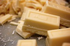 Carmelize White Chocolate to Add Deep, Complex Flavor Chocolate Dishes, Vegan White Chocolate, White Chocolate Recipes, Clean Recipes, Raw Food Recipes, Dessert Recipes, Vanilla Fudge, Vegan Candies, Food Shows