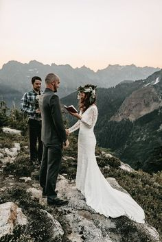 ✨Dreamy sunrise elopement views ✨ in North Cascades National Park Hiking and Backpacking Elopement Cascade National Park, North Cascades National Park, National Parks, Park Weddings, Intimate Weddings, Destination Weddings, Mountain Elopement, Mountain Weddings, Elope Wedding