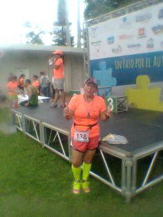 Esperando la premiacion en la Carrera 5K A un paso por el Autismo de la Fundacion Autismo en Voz Alta 22 de Junio 2014 Feliz con mi tiempo de 43'10