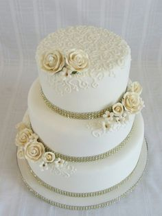 Wedding Anniversary Gold gumpaste roses with buttercream hand piped swirls. 50th Anniversary Decorations, 50th Wedding Anniversary Cakes, Wedding Cakes, Anniversary Ideas, Golden Anniversary Cake, Anniversary Logo, Buffet Dessert, 50th Cake, Wedding Cake Inspiration