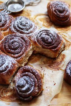 Fahéjas csiga (Cinnamon rolls) – Smuczer Hanna Cinnamon Rolls, Cookies, Food, Crack Crackers, Cinammon Rolls, Biscuits, Essen, Meals, Cookie Recipes