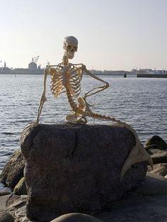 Danish humour   Skeleton sits in for Copenhagen's travelling Little Mermaid (2010, April 1st)