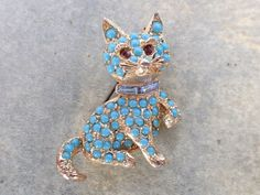 Vintage Signed Cat Brooch gold tone turquoise colored cabochons figural AB587
