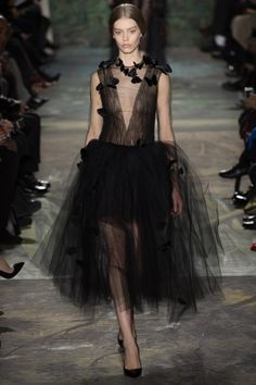 Valentino designers Maria Grazia Chiuri and Pierpaolo Piccioli presented a couture collection that met the mark for both young and mature crowds: http://lcknyc.com/MHGSVr