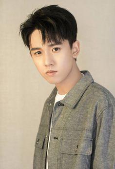 Young Actors, Tv Actors, Actors & Actresses, We Are Young, Chinese Boy, Asian Actors, Foto Bts, Asian Men, Handsome Boys