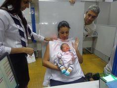 Richard Bueno Pegoraro tirou o seu primeiro RG acompanhado da mamãe, Meyriellen, e do vovô coruja, que acompanhou todas as etapas do atendimento. O bebê dormiu o tempo todo, sem nem imaginar que se tornou um pequeno cidadão e já tem sua própria identidade. Parabéns para o mais novo #bebêPoupatempo e à equipe do Poupatempo Campinas Centro, que fez ao atendimento. Veja fotos de outros bebês que já entraram na campanha de identificação infantil #bebêPoupatempo