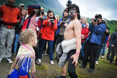 Riddu Riđđu – Saami cool wind in the summer heat Photo: www.no, Wikimedia Commons, Licence CC Mask Dance, Youth Programs, Scandinavian Countries, Old Farm Houses, Interesting Topics, Warm Outfits, Summer Heat, Nordic Style, People Of The World