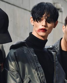 Park Taemin at Seoul Fashion Week S/S 2017 tbh i just think the mental image of julian wearing red lipstick is a good one Seoul Fashion, Kim Jisung, Beautiful Boys, Pretty Boys, Boys Korean, The Wicked The Divine, Human Reference, Pose Reference Photo, Aesthetic People