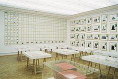 """Hanne Darboven, """"Fin de Siècle. Buch der Bilder"""", 1992-93, 54 Alben 40 x 60 cm, 520 Arbeitsblätter 29,7 x 21 cm, 42 Bildtafeln 50 x 70 cm, Besitz der Künstlerin (Foto: Courtesy Westfälisches Landesmuseum für Kunst- und Kulturgeschichte © Hanne Darboven)"""