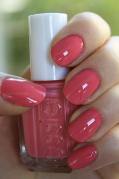 Check it out Carousel Coral by Essie. I'm really feeling coral right now! The post Carousel Coral by Essie. I'm really feeling coral right now!… appeared first on Haircuts and Hairstyles 2018 . Love Nails, How To Do Nails, Pretty Nails, Fun Nails, Pretty Nail Colors, Uñas Color Coral, Red Colour, Nagel Hacks, Manicure Y Pedicure