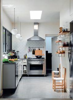 Køkken i stål og sten, beton bordplade