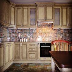 Мебельное ателье FEELWOODS. Кухня в стиле прованс в сочетании с оригинальным фартуком, дополненная резным багетом, материал: массив бука с эффектом старения