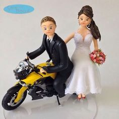 brum ... brum...❤️ 💖 Noivinhos Personalizados sentados na Moto 💖❤️ #noivinhoscaraarteembiscuit #noivinhosmoto #universodasnoivas #biscuit #casar #casamento #noivosbiscuit #noivas #noivasp #noivos #noivaspr #noivasbrasil #weddingdresses #wedding #vestidodenoiva #vestidonoiva #noivasrio #noivinhos #noivamorena #noivinhosbmw