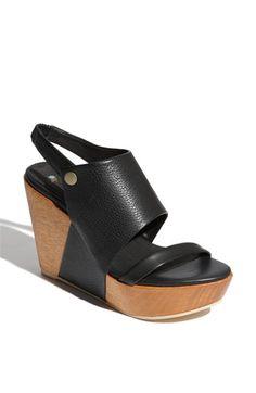 Faryl Robin 'Thea' Sandal