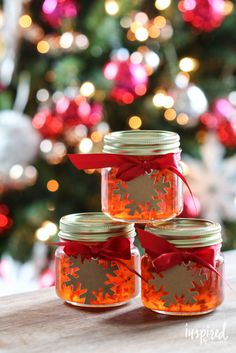 Red Pepper Jelly how to make red pepper jelly; plus easy appetizer recipe!, Gift From the Garden: Red Pepper Jelly Spread – EARTHeim Landsc. Pepper Jelly Recipes, Red Pepper Jelly, Pepper Relish, Edible Christmas Gifts, Vegan Christmas, Christmas Treats, Christmas Cookies, Jam Recipes, Canning Recipes