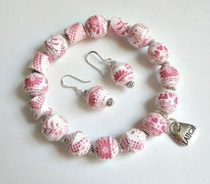 Pink Flowers PAPER BEAD Bracelet and Dangle Earrings Set - custom sizing, shipping included Paper Quilling Jewelry, Paper Bead Jewelry, Paper Earrings, Fabric Jewelry, Jewelry Crafts, Beaded Jewelry, Handmade Jewelry, Beaded Bracelets, Paper Bracelet