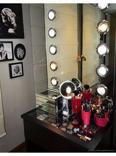 Penteadeira para organizar make up - Tampo de vidro para visualizar toda a make