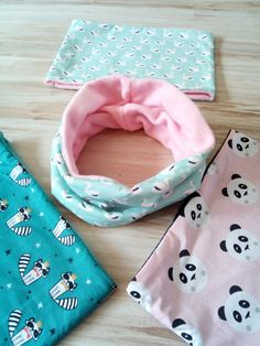 snood cygne 2 Coin Couture, Baby Couture, Baby Turban, Fleece Scarf, Retro Stil, Baby Head, Baby Bows, Baby Sewing, Diy Crafts To Sell
