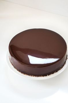 Glaçage miroir au chocolat - hats for women Chocolate Work, Best Chocolate Cake, Desserts With Biscuits, French Cake, Mirror Glaze Cake, French Patisserie, Fancy Desserts, Sweet Pastries, Mousse Cake
