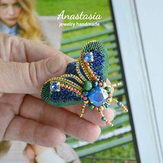 158 отметок «Нравится», 9 комментариев — АНАСТАСИЯ СМЕШКОВА (@nastena_jewelry) в Instagram: «Жужик выполнен на заказ. ~~~~~~~~~ Брошка ручной работы выполнена в многослойной технике вышивки с…»