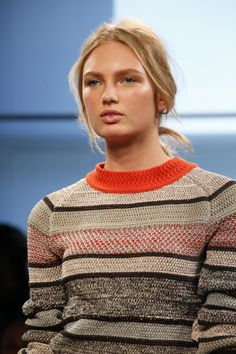 Bottega Veneta Spring 2016 Ready-to-Wear Collection Photos - Vogue Knitwear Fashion, Knit Fashion, Fashion Show, Facon, Cotton Sweater, Beauty Trends, Ready To Wear, Cool Outfits, Women Wear