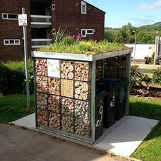 A green roof top has lots of benefits at financial, natural and community stage. A green roof top Bin Store Garden, Bike Storage Home, Outdoor Storage, Bin Shed, Garden Shed Diy, Roof Garden Plan, Diy Roofing, Pallet Shed, Outdoor Sheds