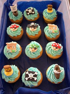 Birthday cupcakes for legoland :-) Cupcakes For Boys, Yummy Cupcakes, Birthday Cupcakes, 5th Birthday, Pirate Birthday Invitations, Pirate Cupcake, Mermaid Cupcakes, Pirate Crafts, Beautiful Cupcakes