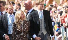 Wybraliśmy najlepsze stylizacje gwiazd na weselach – od kreacji Emily Blunt od Emilio Pucciego, którą włożyła na ceremonię Amal i George'a Clooneyów w Wenecji, po suknię Naomi Campbell na zaślubinach Alberta II w Monako. Vogue Wedding, Emily Blunt, Naomi Campbell, Emilio Pucci, Suit Jacket, Breast, Blazer, Suits, Jackets
