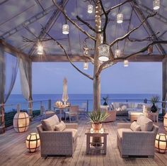Lanterns Twilight Sea = Perfect Lounge Setting (#Regram from @lux.interiors) #travelinspiration #destinationevent #interiordesign