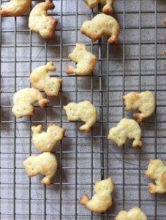 Mer-cat cheese crackers