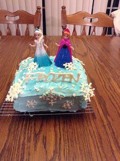 Disney frozen cake just because it's Sunday funday!
