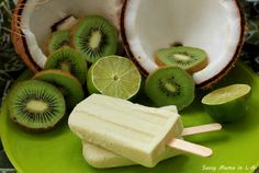 Paletas de Coco, Limón y Kiwi (Coconut Lime and Kiwi Mexican Popsicles)