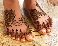 Henna is jewelry for the feet, but more comfortable! I love hennaing my feet during the summer. When the weather s warm I love to be barefoot as much as possible, but I ll put on sandals if I must. This sweet design is for Khushbu Leg Mehndi, Legs Mehndi Design, Mehndi Design Pictures, Mehndi Art Designs, Mehndi Images, Henna Tattoo Designs, Henna Mehndi, Henna Art, Hand Henna