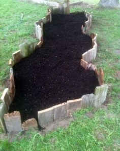 """I have a tremendous amount of amusement creating fun and new decorative garden beds in our garden. Today, I wanted to share a simple """"How-T..."""
