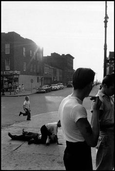 Bruce Davidson, Teens fighting on the sidewalk in Coney Island, Brooklyn Gang, New York, USA, 1959.  © Bruce Davidson/Magnum Photos.