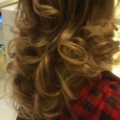 #dubi#makeup #alain #alaindelon #hair #hairstyle #haircolor #homeservice #salon #salonlife #contour #eyeshadow #widding #bridesmaid #party #di #loreal #mac #makeup #makeupartist #salonalain #salonedelmobile #lashes by lamasat.makeup.hairstyle