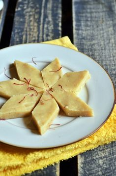 Easy kaju katli/ vegan kaju katli, no sugar syrup recipe! http://cookclickndevour.com/kaju-katli-recipe #cookclickndevour #vegan #recipeoftheday #dessertrecipes